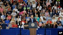Дональд Трамп выступает на митинге в Янгстауне