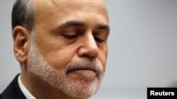 Como ejemplo de estudios alternativos, Ben Bernanke citó al Índice Felicidad Nacional Bruta de Bután.