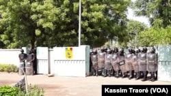 Les forces de l'ordre ont bloqué les marcheurs à Bamako, le 8 juin 2017.