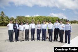 Ông Mã Anh Cửu thăm các binh sĩ thuộc lực lượng tuần duyên, các nhân viên y tế và các nhà nghiên cứu khoa học trên đảo Ba Bình.