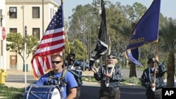 伊拉克战争退伍军人特洛伊•约卡姆进入洛杉矶