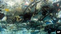 Sampah plastik di Pantai Hanauma, Hawaii. (Foto: Dok)