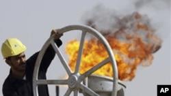 تیل کی تنصیبات محفوظ اور کنٹرول میں ہیں: معمر قذافی