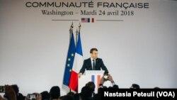 Le président Emmanuel Macron à l'ambassade de France, à Washington D.C., le 24 avril 2018. (VOA/Nastasia Peteuil)