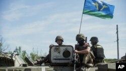 10일 우크라이나 동부 슬로비얀스크 지역에 정부군 병사들이 주둔하고 있다.