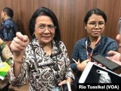 Direktur Surveilans dan Karantina Kesehatan Kementerian Kesehatan, Vensya Sitohang, berbicara kepada wartawan di Kemenkes, Jumat (7/2). (VOA/Rio Tuasikal)
