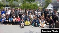 2014年4月29日部分在灵岩山下准备祭扫林昭墓的中国公民。