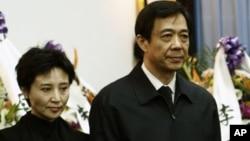보시라이 전 중국 충칭시 서기(오른쪽)의 그의 아내 구카이라이. (자료사진)