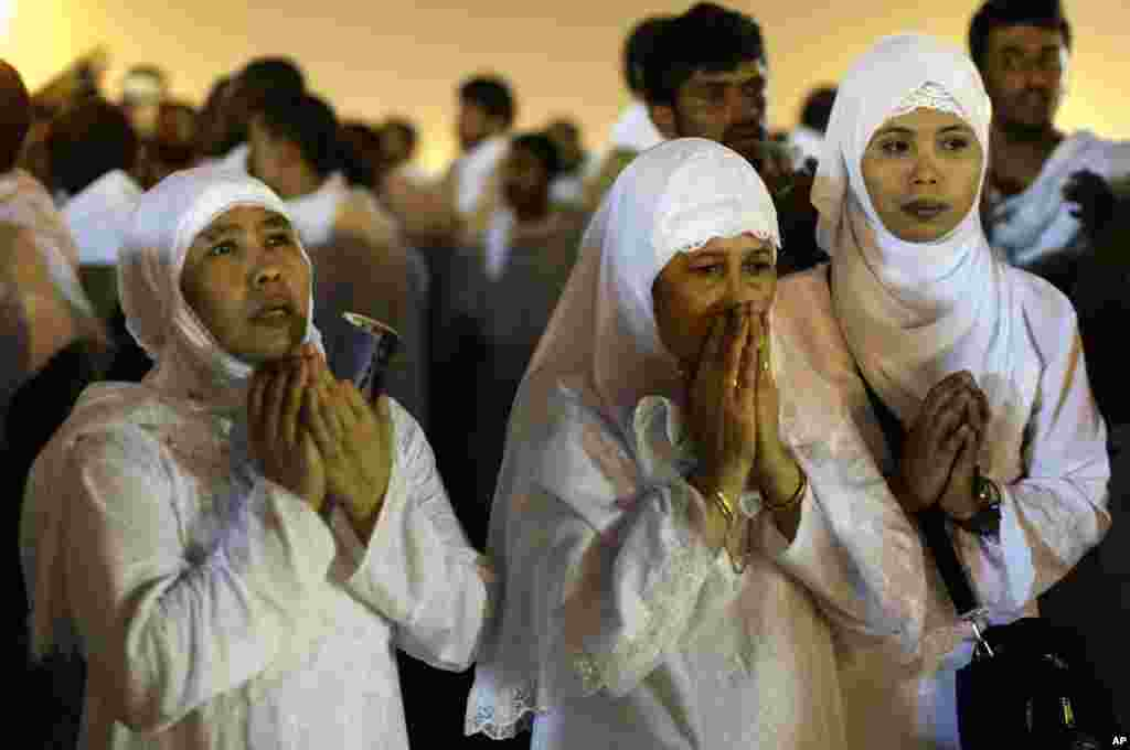 Muslim pilgrims pray near the holy city of Mecca, Saudi Arabia, October 25, 2012.