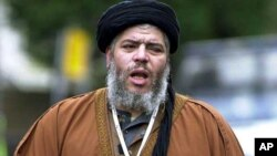 İngiltere'de tutuklu radikal imam Ebu Hamza