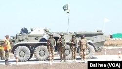 巴基斯坦派兵参加俄罗斯的军事比赛活动。2015年军事比赛活动中的巴基斯坦士兵。(美国之音白桦摄)