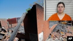 Holden Matthews, de 21 años, enfrenta tres cargos estatales de incendio provocado simple de un edificio religioso.