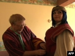 凯特穿上亨利五世的戏装