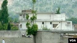 Pihak berwajib Pakistan menahan tiga isteri dan anak-anak Osama bin Laden dari kompleks di Abbottabad, Pakistan.