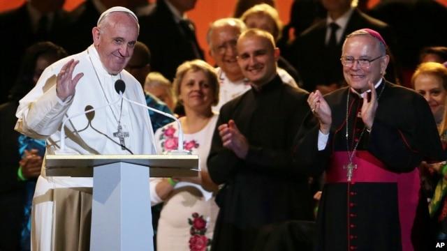 Paus berpidato di muka para Uskup yang menghadiri pertemuan