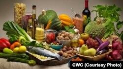 رژیم غذایی مدیترانهای حاوی مقادیر کافی سبزیجات، حبوبات، میوه و گوشت و چربیهای مفید است.