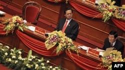 Thủ tướng Việt Nam Nguyễn Tấn Dũng và Chủ tịch nước Trương Tấn Sang (phải)