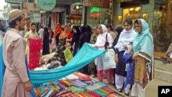 مسلمانان در سراسر جهان از عید سعید فطر تجلیل مینمایند