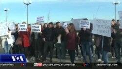 Tiranë, studentët protestojnë për tarifat