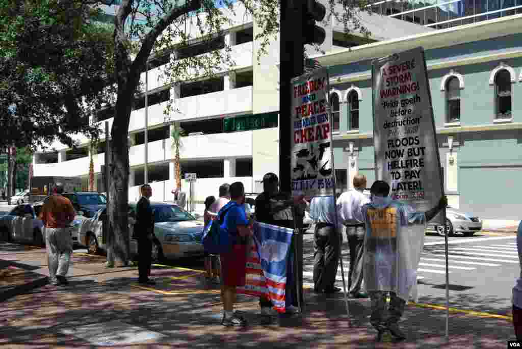 Protesters outside the Republican National Convention, Tampa, Florida, August 28, 2012. (J. Featherly/VOA)