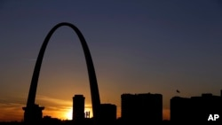 The Gateway Arch in St. Louis stands 192 meters tall along the banks of the Mississippi River.