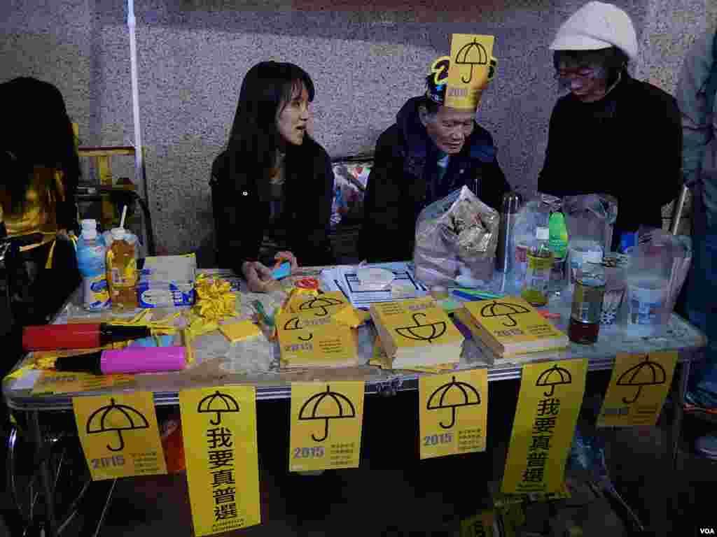 香港工党除夕倒数活动设置街站,呼吁18至30岁合资格市民登记做选民