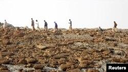 با بالا آمدن بستر دریا، جزیره سنگی کوچکی در نزدیکی ساحل پاکستان بوجود آمد