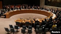유엔 안보리가 새 대북재제 결의안을 통과시킨 지난 3월 미국 뉴욕 유엔 본부 회의장에서 각 국 대표들이 투표하고 있다. (자료사진)