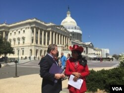 Republican Representative Chris Smith talks with fellow lawmaker Frederica Wilson about the atrocities of Boko Haram on Thursday at the U.S. Capitol. (C. Saine/VOA)