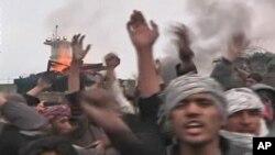 বাগরাম বিমান ঘাঁটিতে কোরান পোড়ানোর খবরে আফগানদের বিক্ষোভ