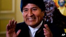 Apenas se ha escrutado el 62,6 % de los votos favoreciendo al actual presidente, Evo Morales, con más del 55 % de apoyo.