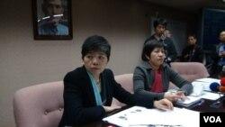 台联党占据主席台的女议员(美国之音杨晨拍摄)