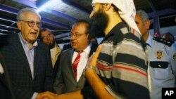 اخضر ابراهیمی در دیدار با پناهندگان سوری در جنوب ترکیه- 18 سپتامبر 2012