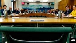 Ligjvënësit britanikë i drejtojnë pyetje një përfaqësuesi të Facebook-ut