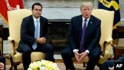 Президент США Дональд Трамп и губернатор Пуэрто-Рико Рикардо Росельо. Белый дом, Вашингтон. 19 октября 2017 г.