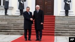 Germaniya Prezidenti Frank-Volter Shtayenmayer (o'ngda) O'zbekiston rahbari Shavkat Mirziyoyev bilan, Berlin, Germaniya, 2019-yil, 21-yanvar