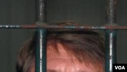 Tersangka Victor Bout, 43 tahun, berkeras bahwa ia tidak bersalah.