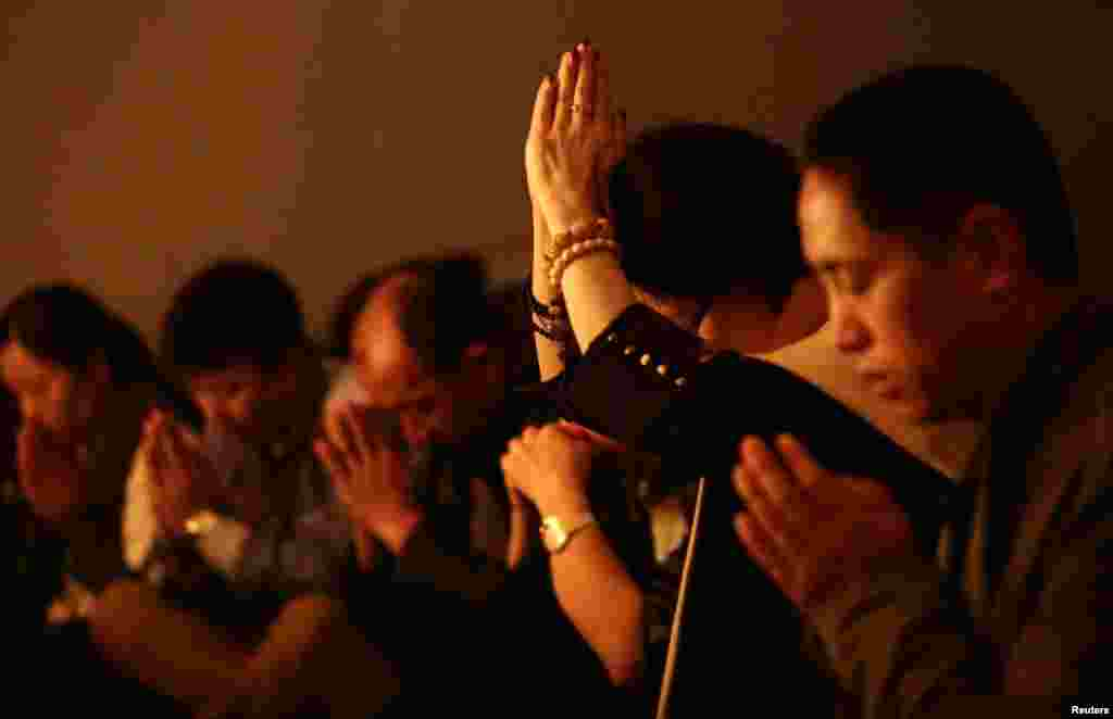 Relatives of passengers on flight MH370 pray at a praying room at Lido Hotel in Beijing, March 24, 2014.