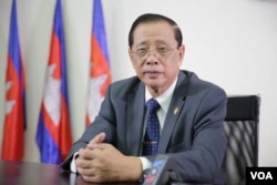 FILE: Sok Eysan, a spokesman and lawmaker of Cambodian's People Party, gave an interview to VOA in his office at CPP's headquarter in Phnom Penh on October 12, 2016. (Hean Socheata/ VOA Khmer)