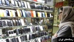 مقام های دولت می گویند برخی از جمله وارد کنندگان موبایل واردات را با ارز دولتی انجام داده اند اما کالا را به قیمت دلار آزاد فروخته اند.