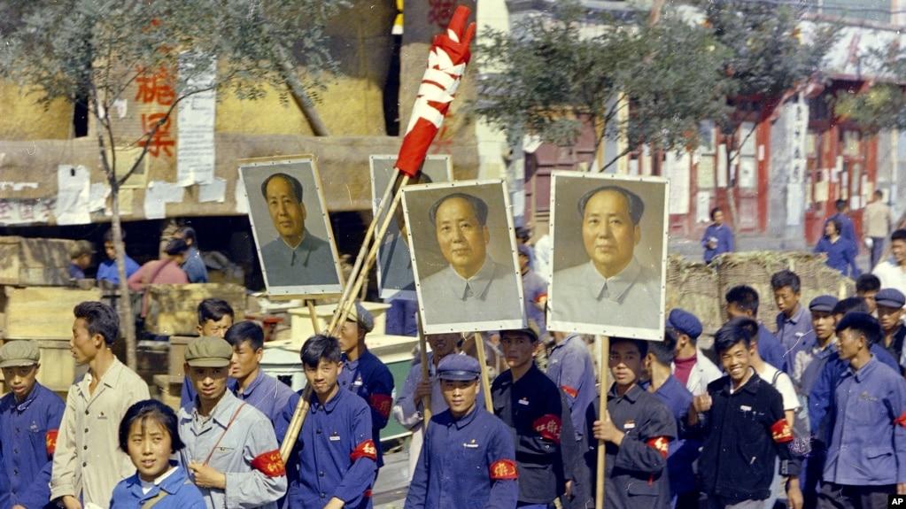 中國文化大革命初期,紅衛兵在北京遊行(1966年9月)