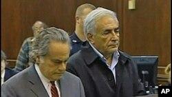 Strauss-Kahn sa svojim odvjetnikom pred sudom u New Yorku