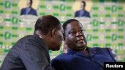 Alassane Ouattara (à gauche) avec Henri Konan Bédié du PDCI, à Abidjan, Côte d'Ivoire, le 10 novembre 2010.