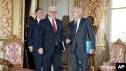 Wezîrê Derve yê Fransa Jean-Marc Ayrault p hevtayê wî yê Almanî Frank-Walter Steinmeier