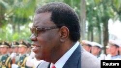 L'ancien Premier ministre namibien a été proclamé de l'élection présidentielle lundi 1er décembre 2014.