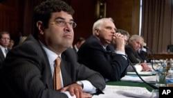 Neal Wolin (à esquerda) sub-secretário americano do Tesouro