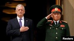 Bộ trưởng Quốc phòng Mỹ Jim Mattis và Bộ trưởng Quốc phòng Việt Nam Ngô Xuân Lịch, ngày 8/8/2017 tại Ngũ Giác Đài.
