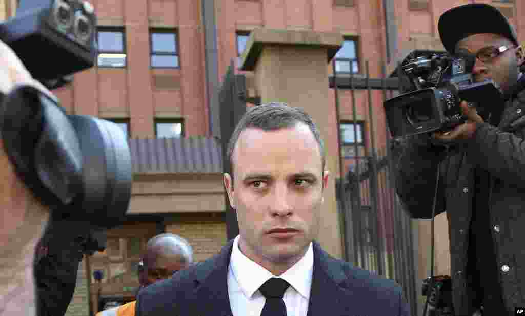 Oscar Pistorius leaves the high court in Pretoria, May 20, 2014.