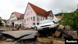 Les inondations ont causé de graves dégâts dans la ville de Braunsbach, Allemagne, le 30 mai 2016.
