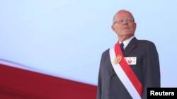 El presidente peruano Pedro Pablo Kuczynski asiste a una ceremonia en una base de la Fuerza Aérea en Lima. Imagen de archivo. Gobierno de Perú.